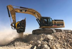 BF135.8 Caterpillar 349D Saudi Arabia Demo quarry Rocks and sand 2