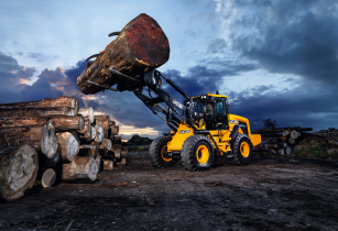 JCB celebrates double wheeled loading shovel milestone