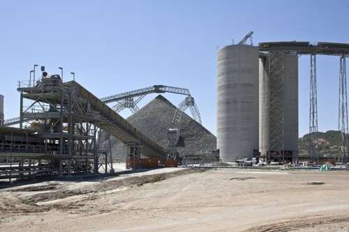 Picture_of_the_Mogalakwena_Mine_in_Limpopo_province_South_Africa._Copyright_ABB._Stockpile_feed_silo_and_conveyors
